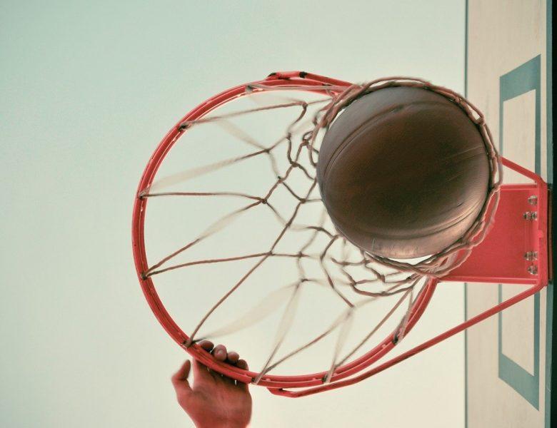 5 raisons de choisir le basket plutôt qu'un autre sport collectif
